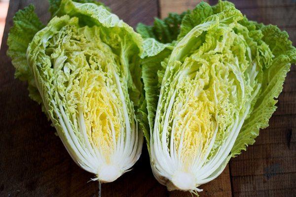 При повышенной кислотности желудка следует отказаться от употребления капусты