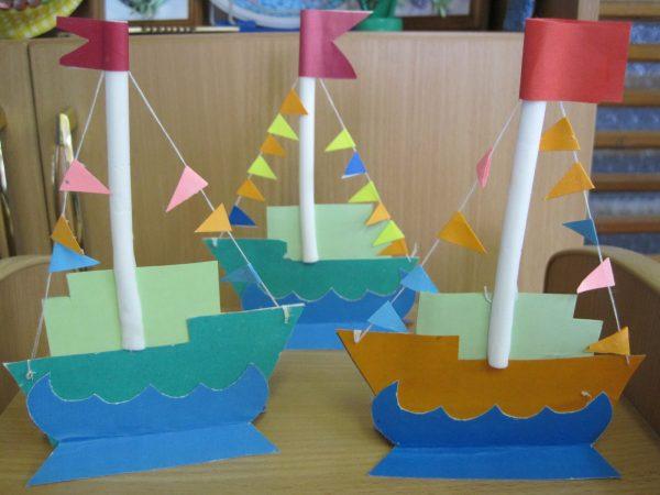 Картонные кораблики