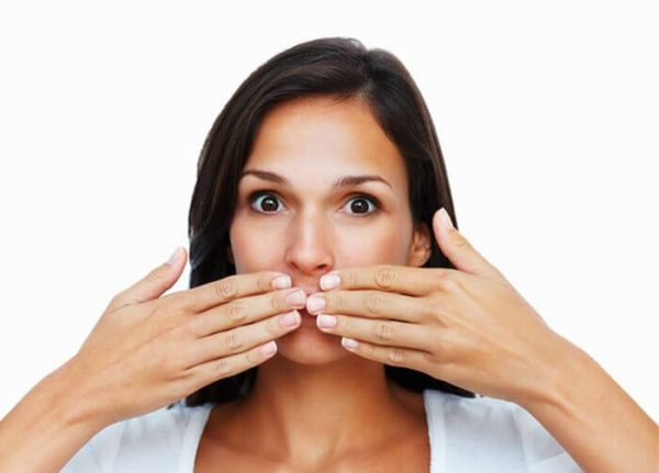 Неприятный запах может вызывать и банальная простуда