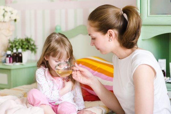 При отравлении давайте больше пить своему ребенку