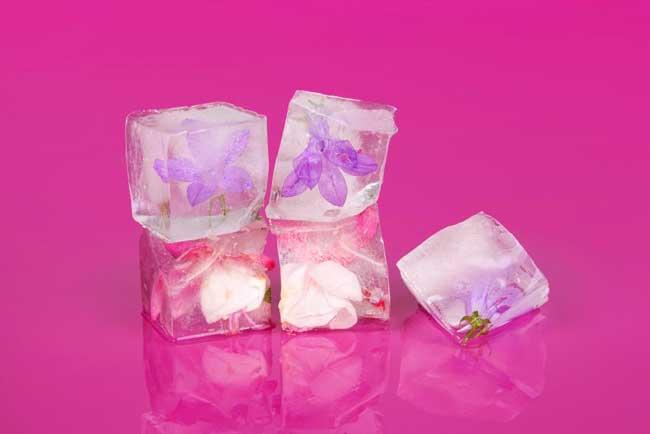 Кубик льда поможет при лопнувшем капилляре глаза