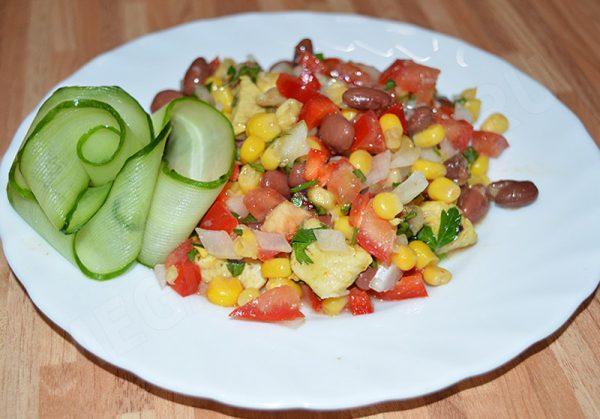 Салат с фасолью и луком