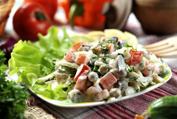 Салат с сердцем и горошком консервированным