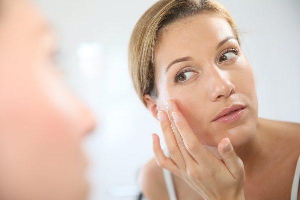 Причины шелушения кожи лица могут быть самыми разными