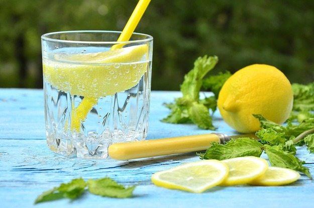 стакан-воды-с-лимоном