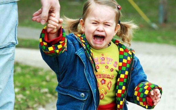 Почему ребенок часто кричит и психует