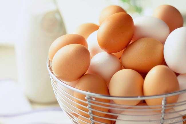 Из яиц делают маски для лица