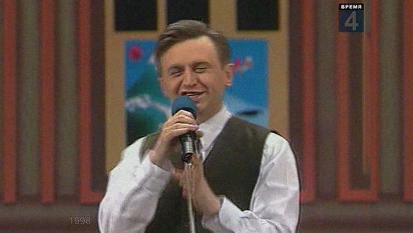 Владимир Дуда в молодости на сцене КВН