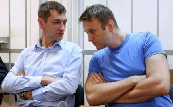 Братья Навальные в зале суда