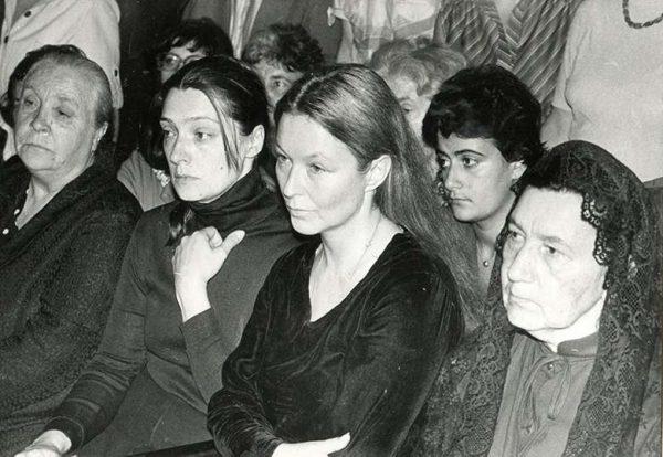 Слева направо: Людмила Абрамова, Марина Влади, мать Нина Максимовна
