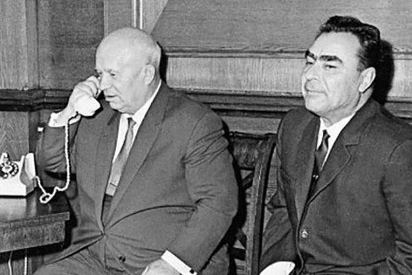 Никита Хрущев и Леонид Брежнев