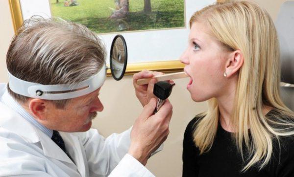 Чтобы выявить причину неприятного запаха нужно обследоваться у врача