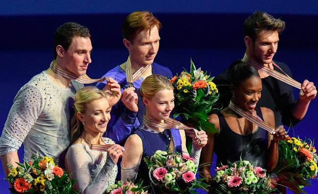 С золотыми медалями