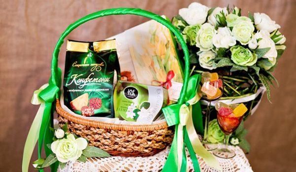 Подарочные наборы для девушек на 8 марта