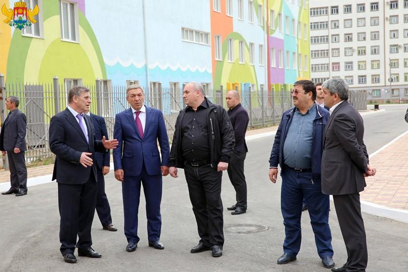 Абдусамад Гамидов и Муса Мусаев посетили Перинатальный центр в Махачкале