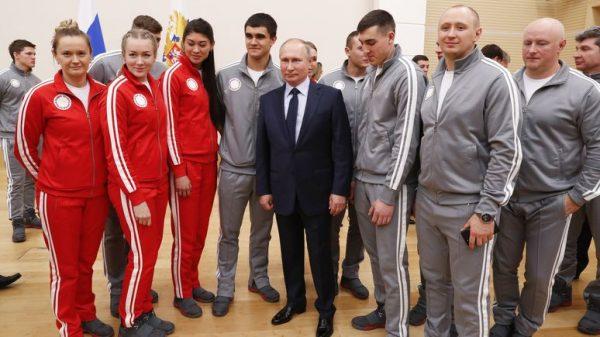 Владимир Ппутин и спортсмены, которые будут участвовать в Олимпиаде