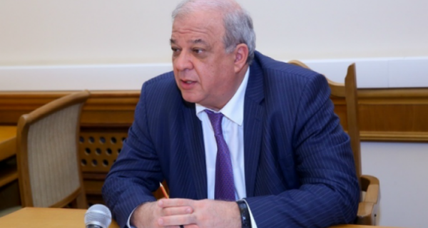 Анатолий Карибов женат и имеет троих детей