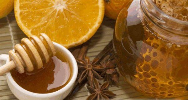 Уменьшить зубную боль поможет палочка корицы с медом