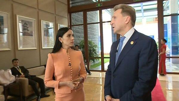 Наиля Аскер-Заде берет интервью у многих влиятельных лиц страны