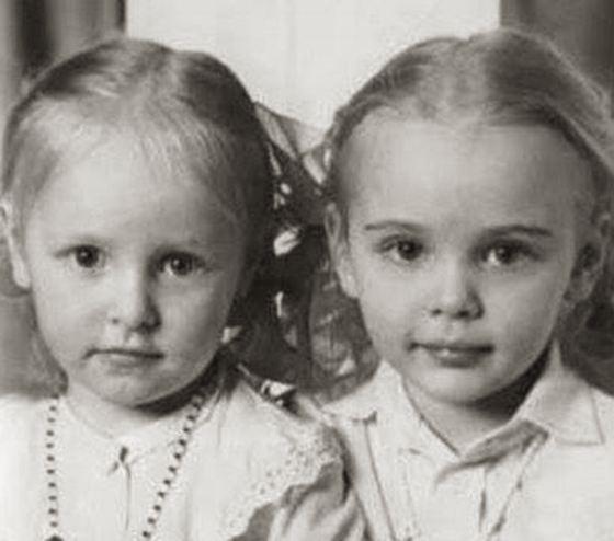 Екатерина Тихонова в детстве со своей сестрой Марией