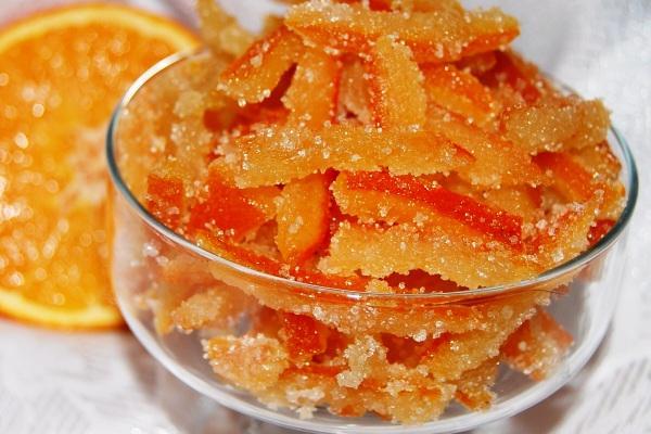 Очень просто сделать цукаты из апельсиновых корок в домашних условиях