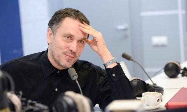 Журналист во время конференции