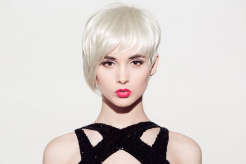 Glossy-Blond-Hairstyle-on-Short-Hair-