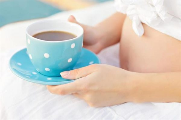 Кофе разрешено пить беременным, но в небольших дозах