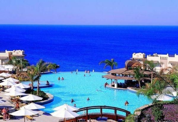 В данный момент для отдыха туристов открыт только Каир