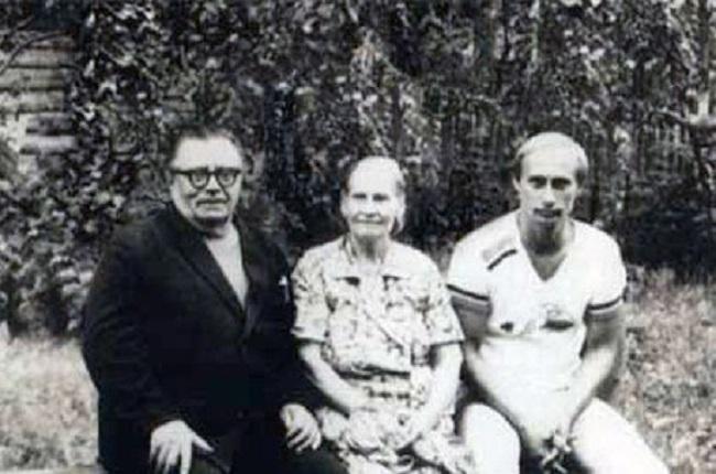 Путин с родителями