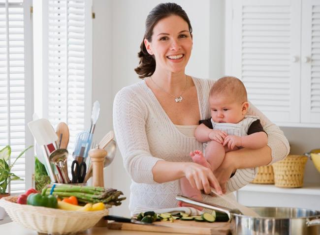 рацион мамы должен включать полезные продукты для кишечника малыша