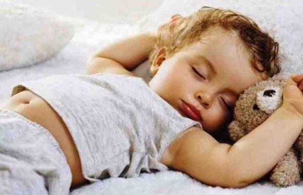 Если у ребенка высокая температура дайте ему жаропонижающий препарат