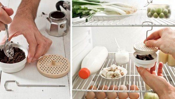 Чтобы устранить запах в холодильнике поместите в него измельченные зерна кофе