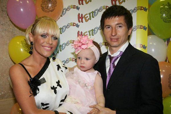 Юлия Началова с Евгением Алдониным и дочерью Верой