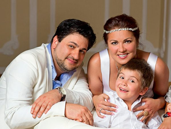 Юсиф и Анна с сыном
