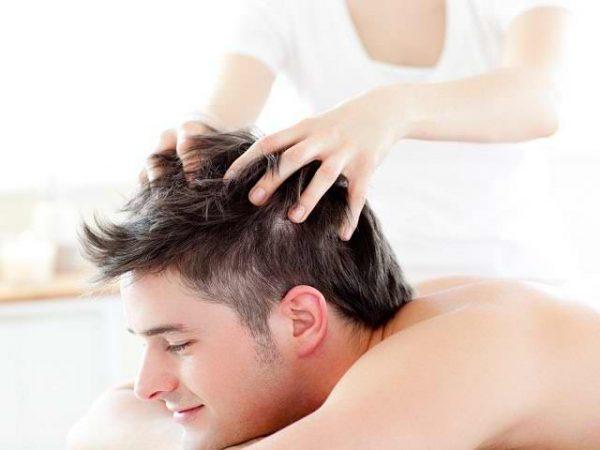 Можно делать массаж головы с применением эфирных масел