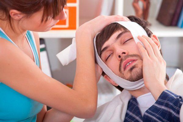 При сильной боли в зубе можно принять обезболивающие препараты