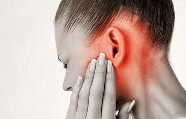 При заложенном ухе могут возникать болевые ощущения