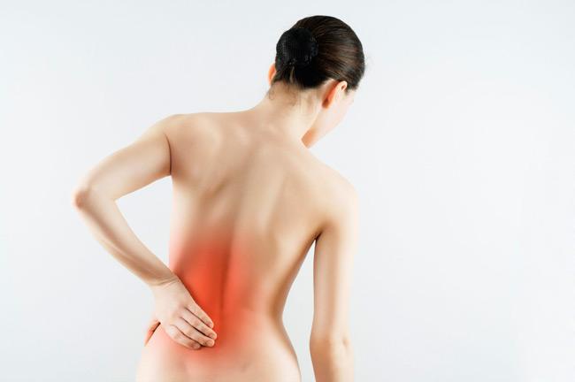 Межпозвоночная грыжа является одной из причин болей в пояснице