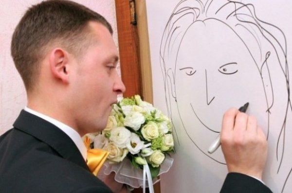 Жених рисует невесту