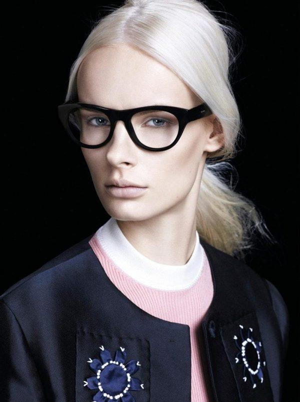 Модные очки классической формы