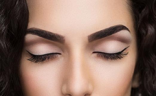Ламинирование бровей подчеркнет красоту вашего лица