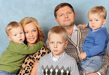 С бывшей женой и детьми