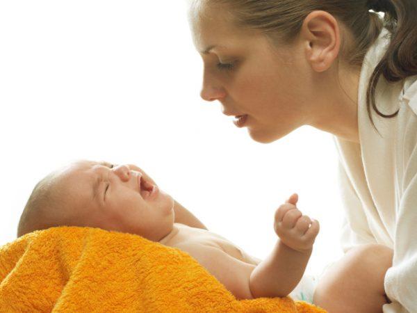 Лечение новорожденного должно быть направлено на выведение биллирубина