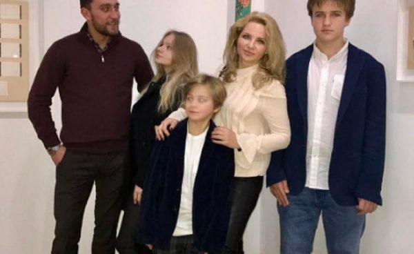 Екатерина Солоцинская со своими детьми