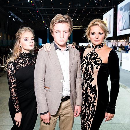 Екатерина с дочерью и сыном