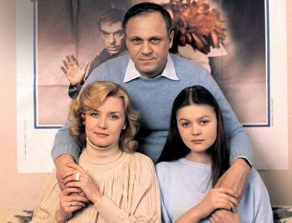Популярная артистка со своей семьей