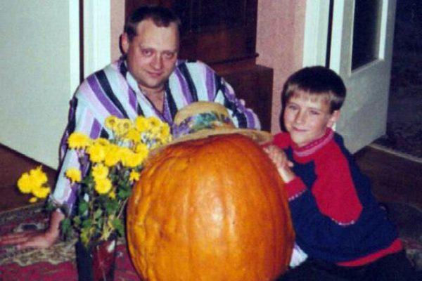 Фото: Аркадий Высоцкий с сыном