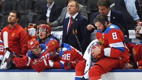 Овечкин со своей командой и тренером