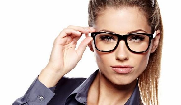 Модные очки прямоугольной формы